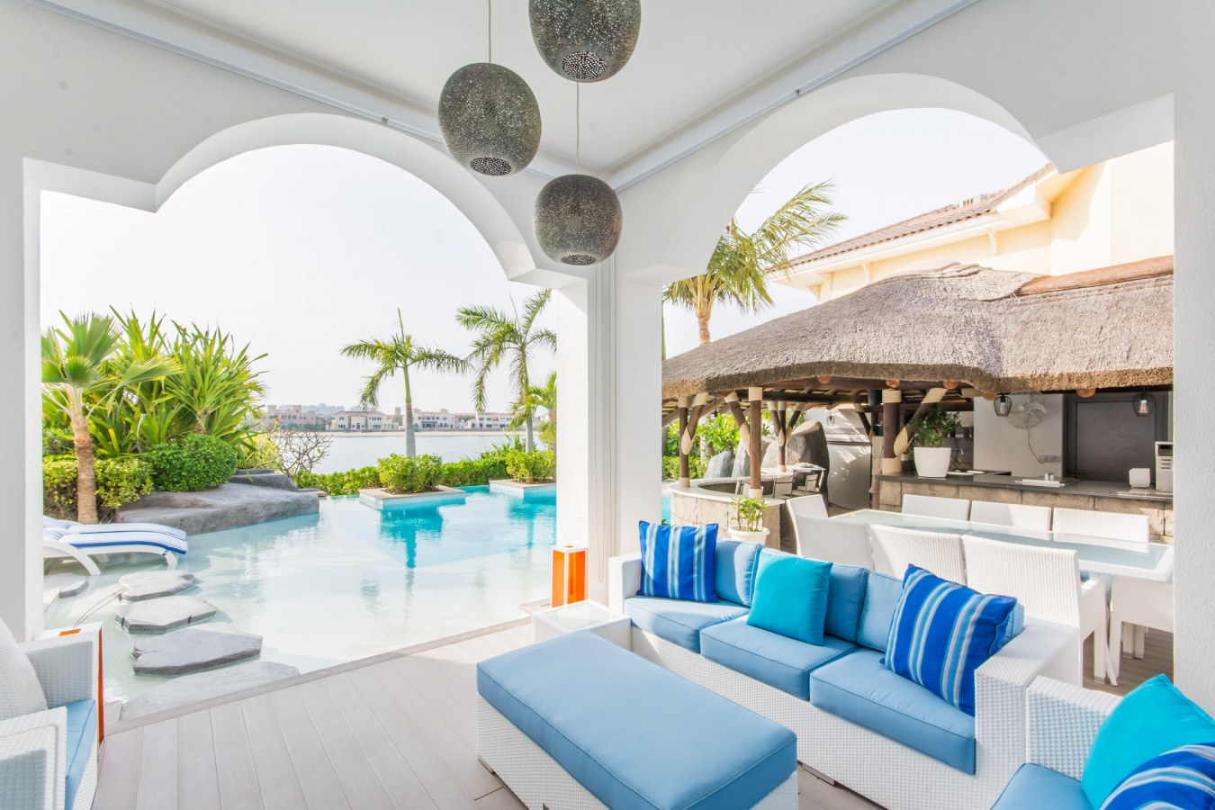 FIVE BEDROOM VILLA WITH OPEN SEA VIEWS ON FROND M FOR SALE WITH ENGEL AND VOLKERS