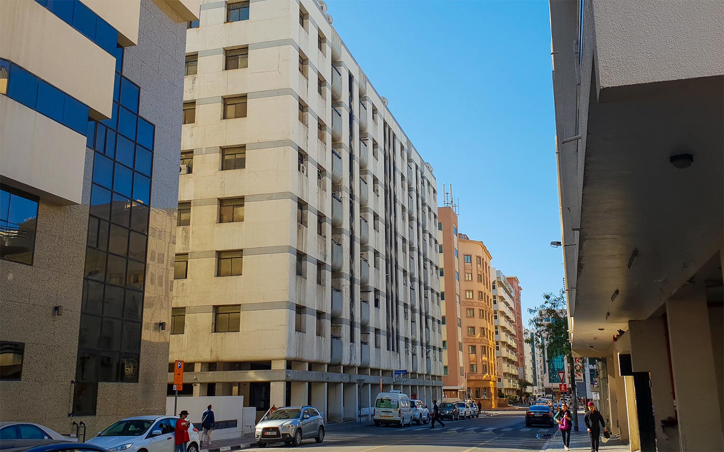 View of the streets and flats for rent in Al Rigga