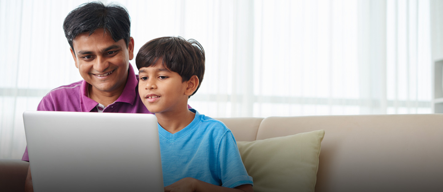 parent helping kid with online learning