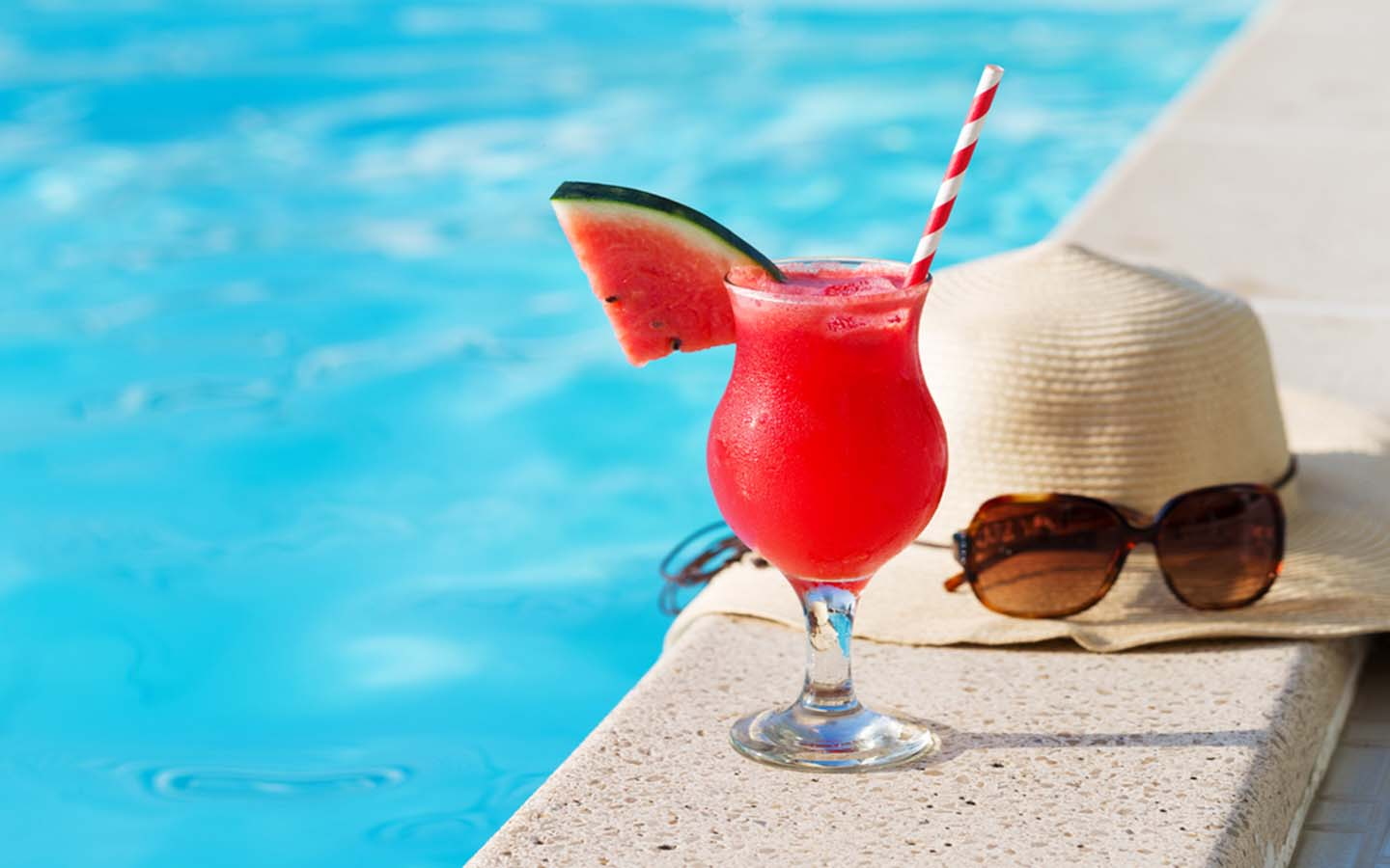 Drink by pool
