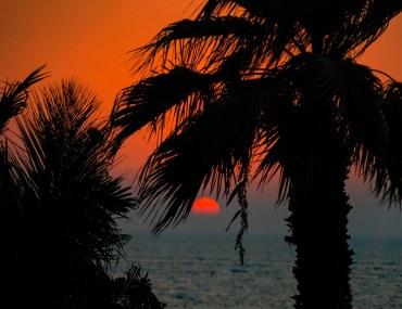 غروب الشمس على البحر