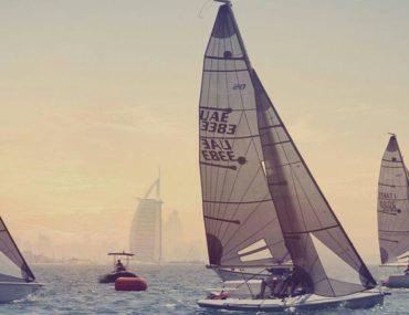 زوارق من نادي زوارق شاطئ دبي