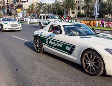 لوحة تحمل اسم شرطة دبي