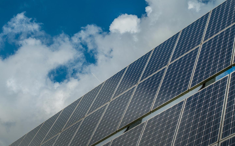 هيئة كهرباء ومياه دبي تعمل على الإستفادة من الطاقة الشمسية في توليد الكهرباء