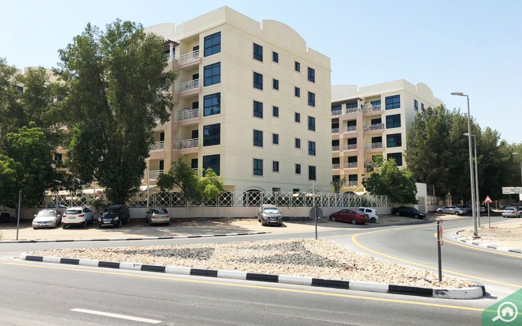 Street view of apartments for rent in Dunes Village DIP