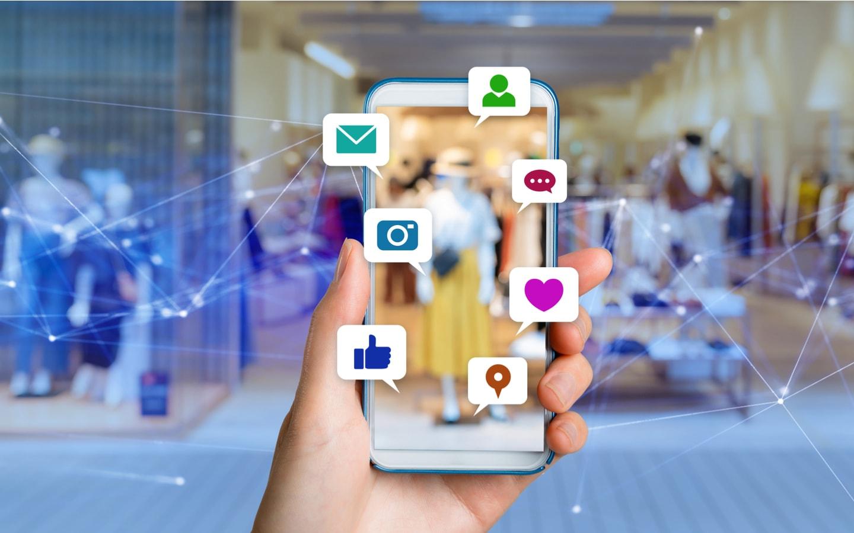 Icônes de médias sociaux sur téléphone mobile