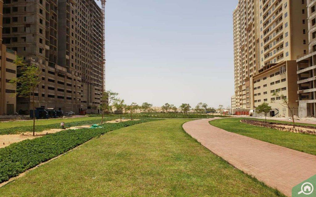 Park between buildings in Emirates City