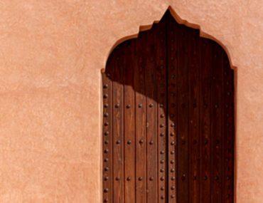 باب خشبي من التراث الخليجي