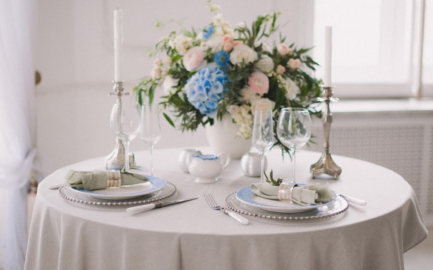 Flower vase table centrepiece