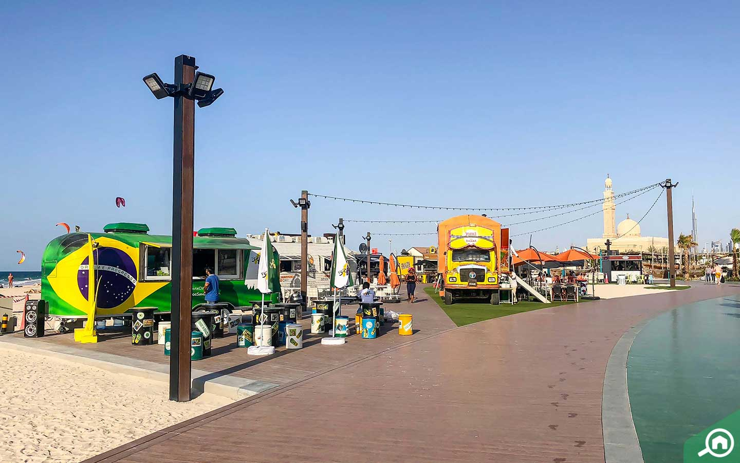 Food trucks in kite beach