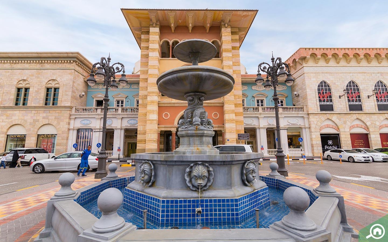 Fountain outside Mercato Mall