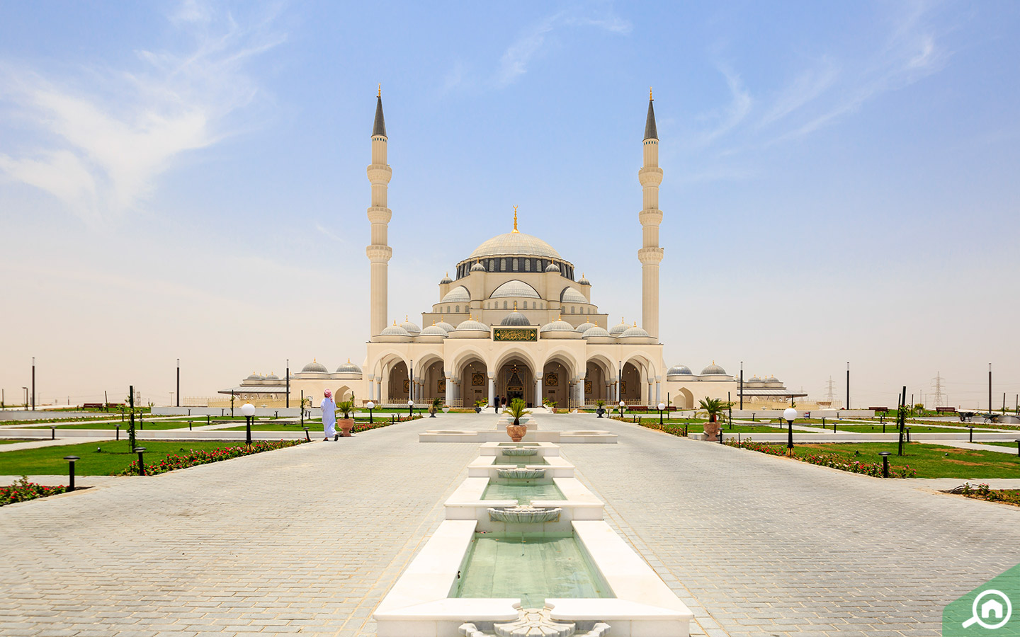 Pathways and Fountains at the mosque Sharjah