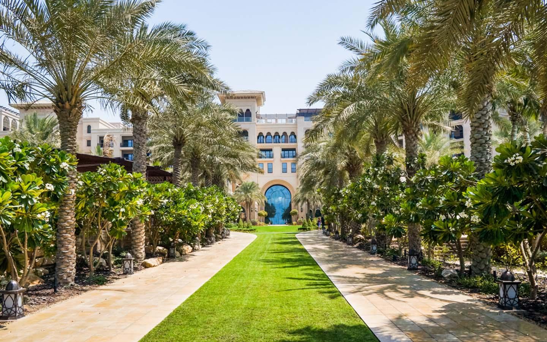 Four Seasons beach resort in Dubai