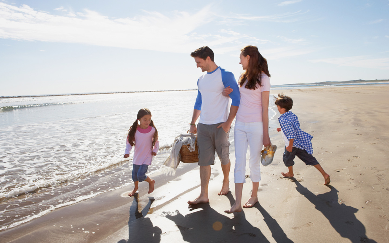 Have a family picnic at Umm Suqeim Beach Dubai