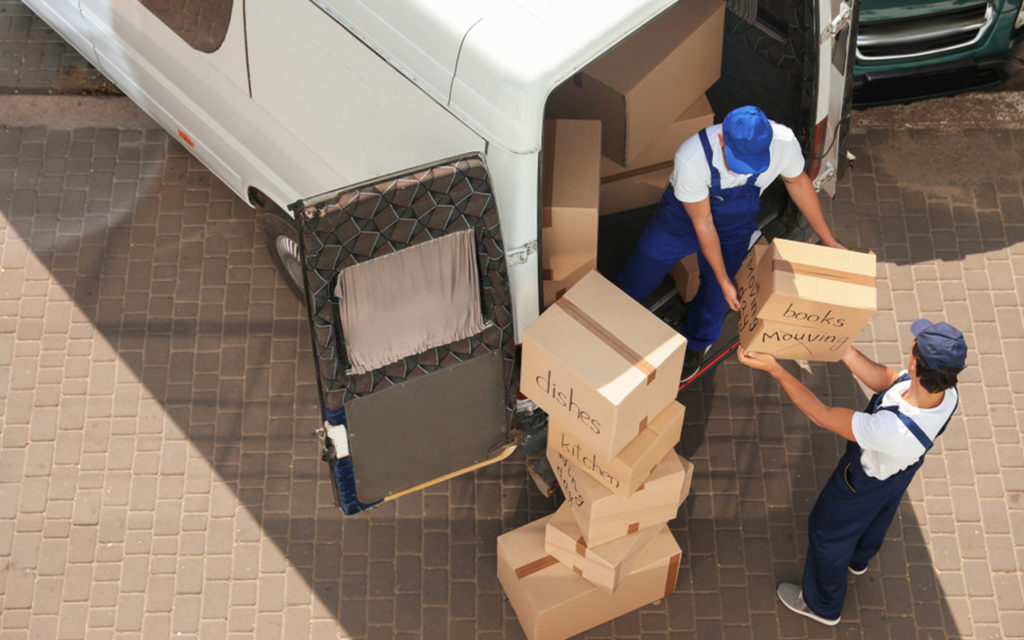 Handymen providing home moving services in Dubai