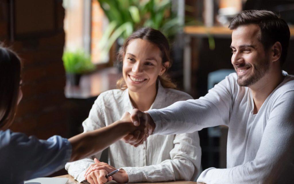 couple finalising their home loan in Dubai