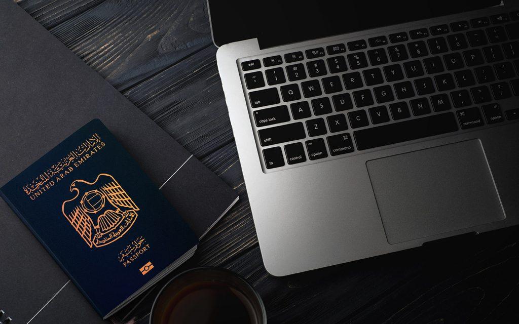 جواز السفر الاماراتي وحاسوب