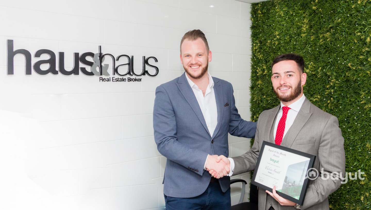 Bayut Agent of the Month award winner , haus and haus' Calvin Smith, receives the commendation certificate.