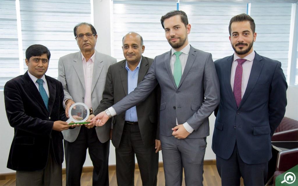 السيد عرفان أحمد يستلم جائزة الوكيل العقاري لشهر يناير 2019