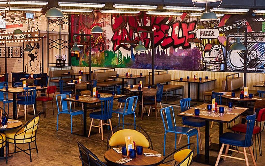مطعم بيتزا إكسبرس في جميرا