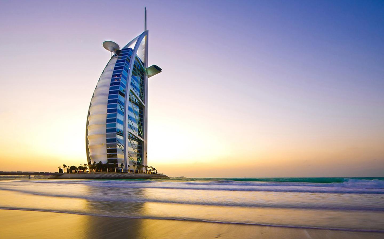 كورنيش الجميرا الواقع في منطقة الجميرا بإمارة دبي