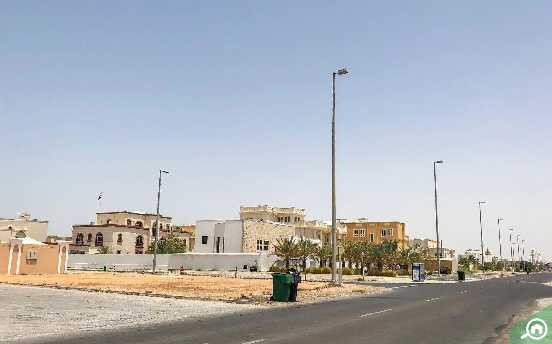 يحتاج القاطنين في مدينة خليفة أ إلى سيارة خاصة