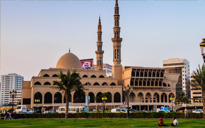 مسجد الملك فيصل الواقع في الشارقة