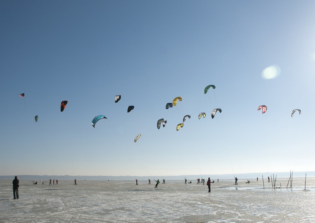 Kitesurfing at Kite beach