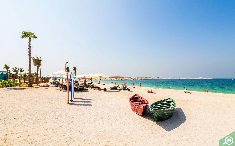 عش الأجواء الشاطئية الهادئة على شاطئ لا مير