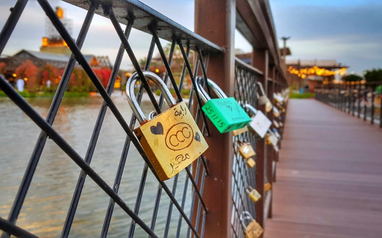 Love Lock Bridge in Dubai