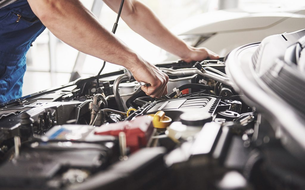 A mechanic doing works repair work in one of the car servicing companies in Dubai