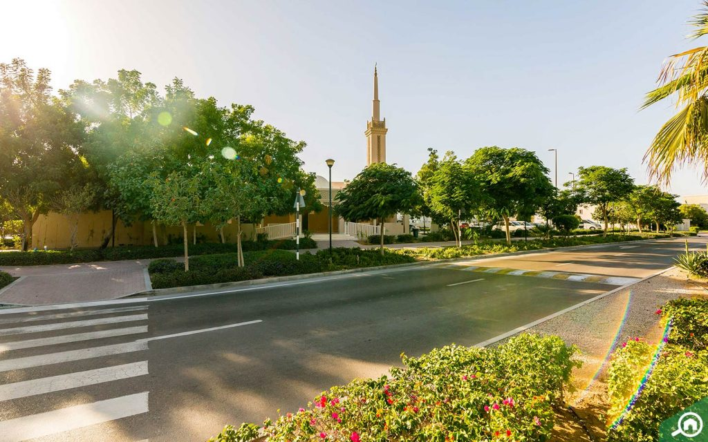 Those renting in Al Reef, love the calm community living the suburb offers