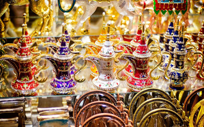 54bd00f89 يضم 100 من محلات البيع بالتجزئة والتي تقوم بطرح منتجات متنوعة للزوار والسياح