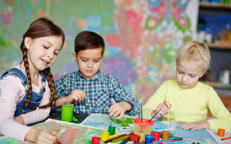 kids enjoying arts and crafts