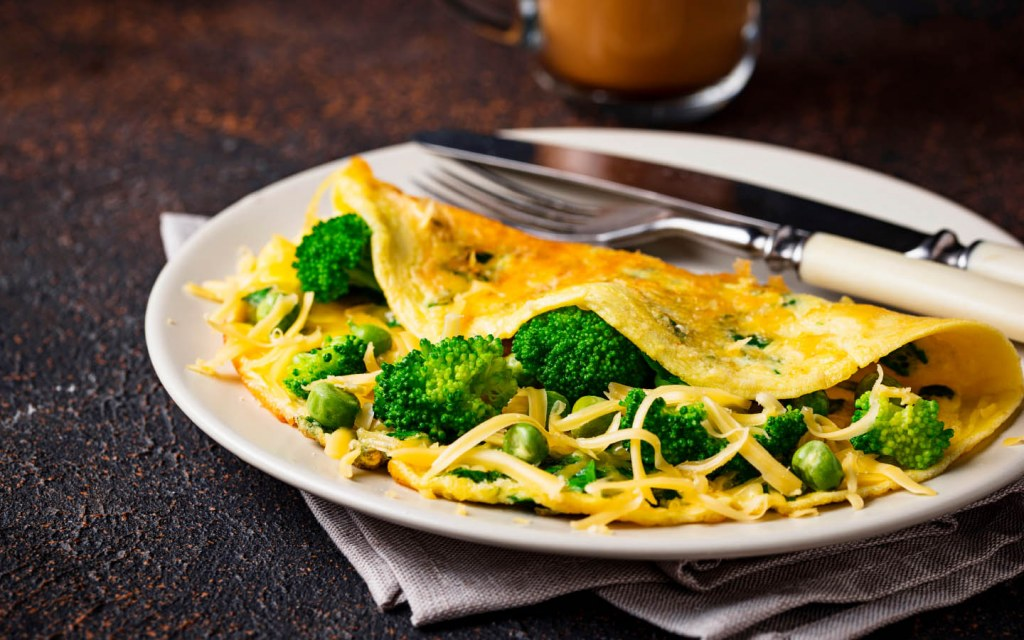 Omelet with broccoli and cheese