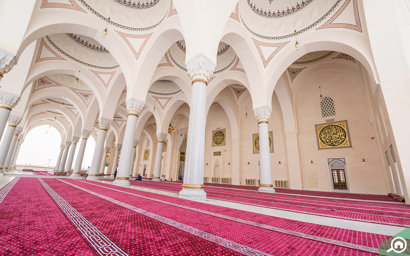 Outer prayer area at new Sharjah Mosque