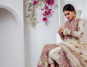 Woman wearing Pakistani cothes