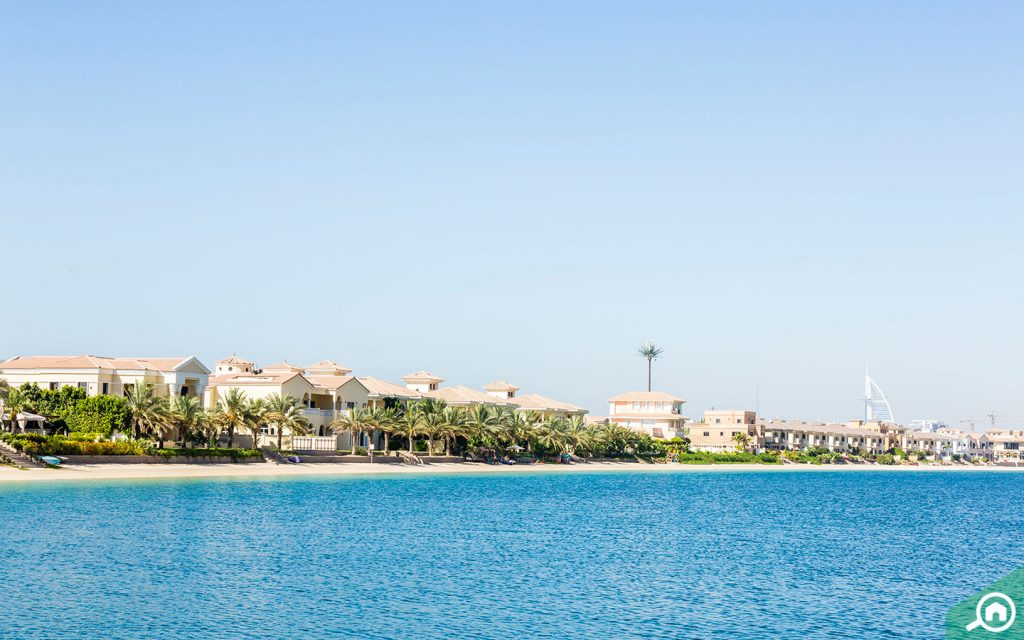 Beachside villas in Palm Jumeirah, an areas which has the most expensive mansion in Dubai