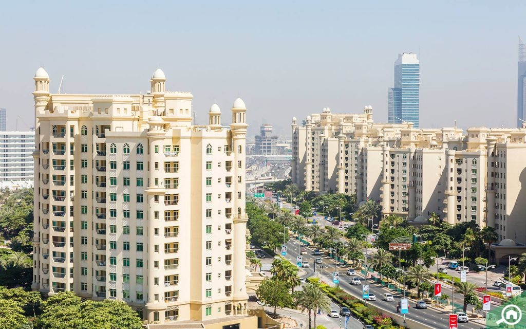 Street view of Shoreline Apartment buildings in Palm Jumeirah