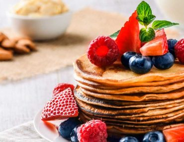 Pancakes in Sharjah topped with fresh berries