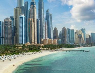 أحد شواطئ دبي الخاصة