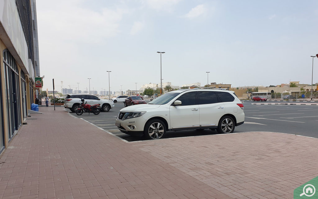 Parking space in Sheikh Zayed Road