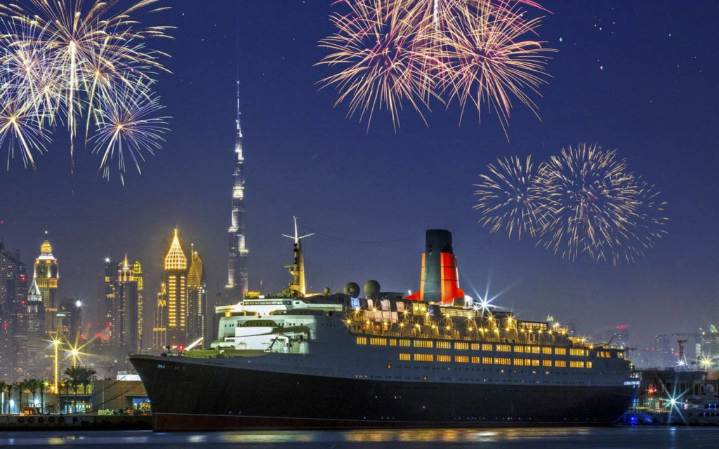 QE2 - New Year's Eve celebrations in Dubai