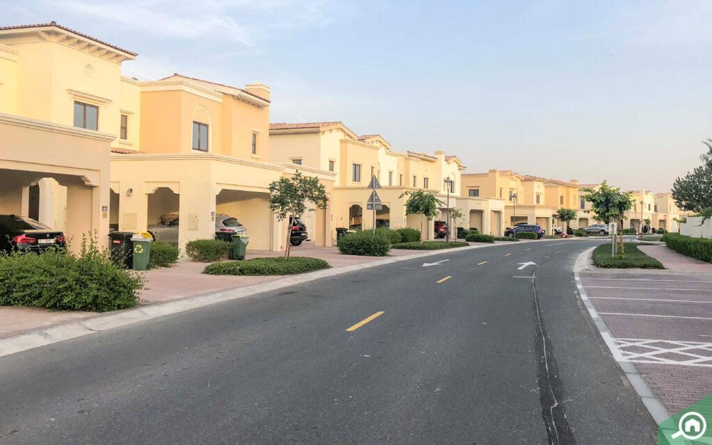 villas in Mira