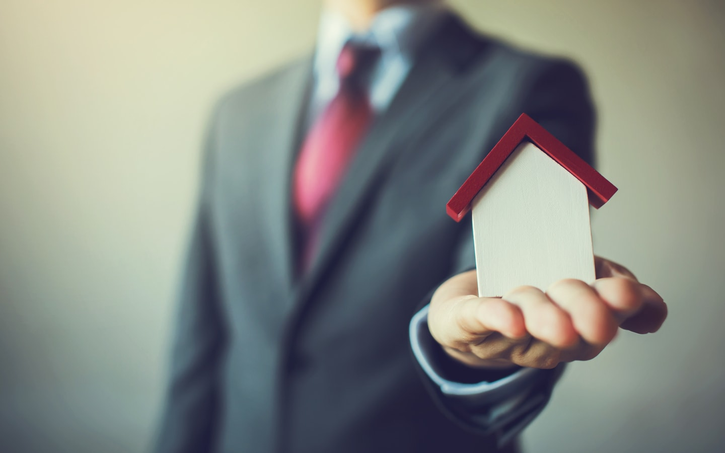 Real estate agent in Dubai for purchasing property