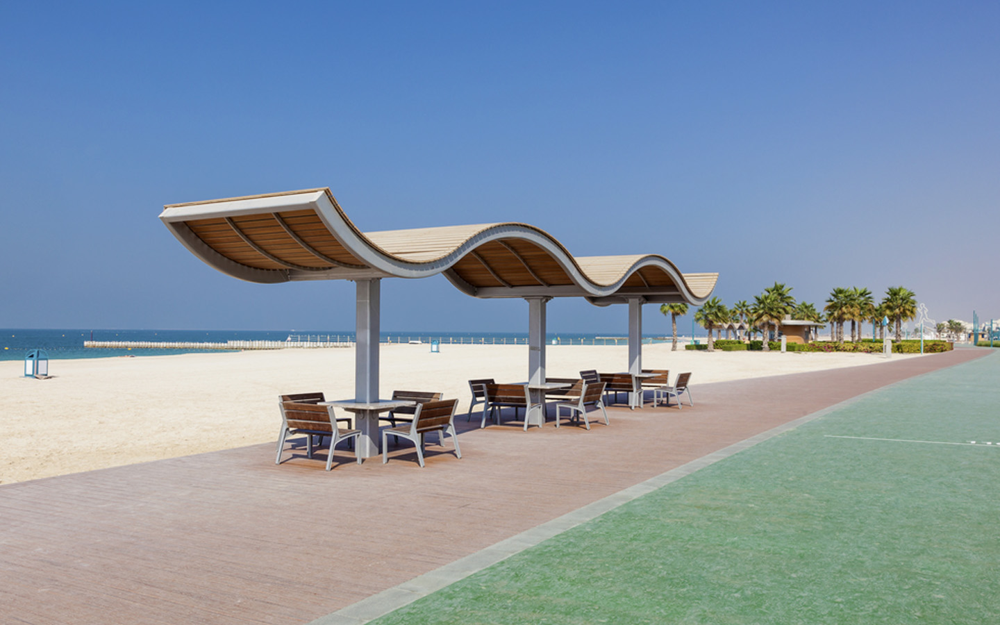 Running track, pavement for strolling and seating area at Sunset Beach Dubai