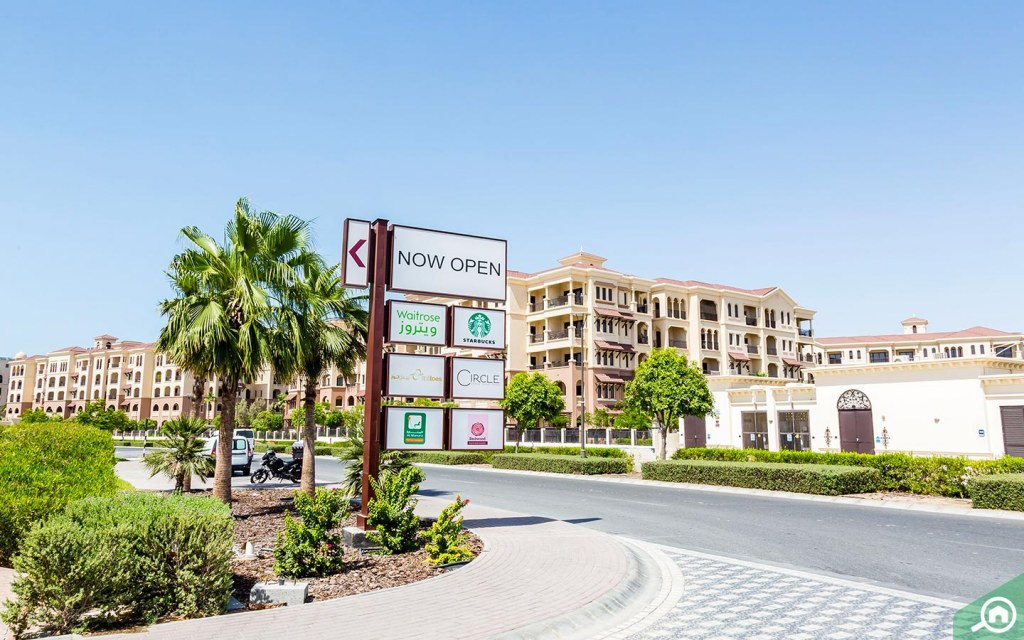 مدخل السوق المركزي في جزيرة السعديات