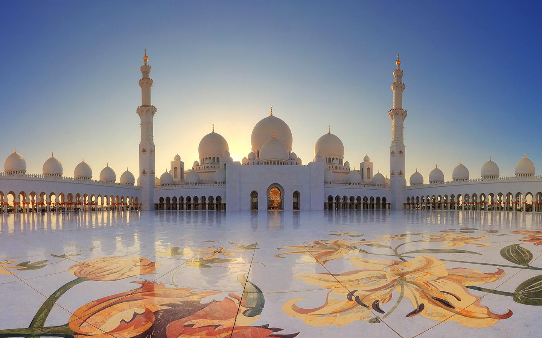 ساحة مسجد الشيخ زايد الكبير