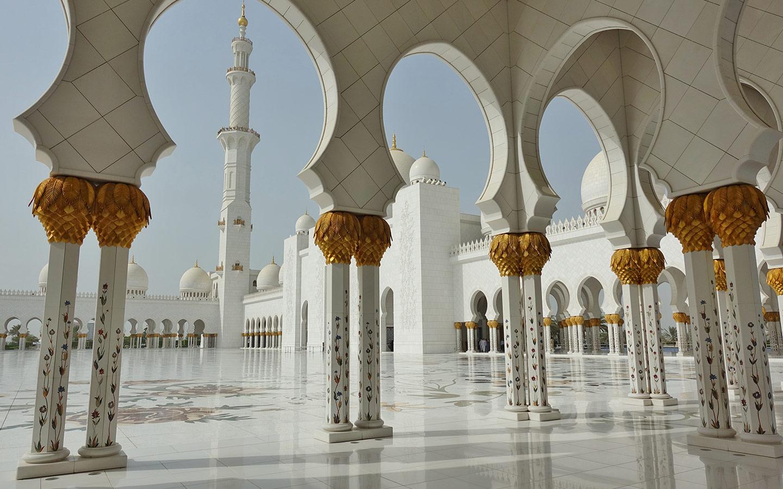 الأعمدة المذهبة في مسجد الشيخ زايد