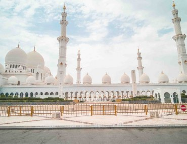 Outside view of Sheikh Zayed Grand Mosque